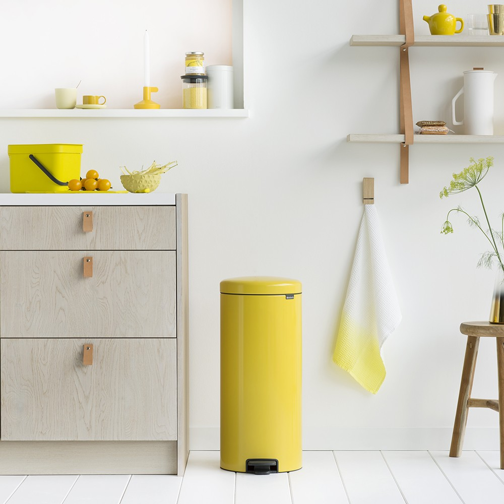 brabantia treteimer newicon 30 liter daisy yellow. Black Bedroom Furniture Sets. Home Design Ideas